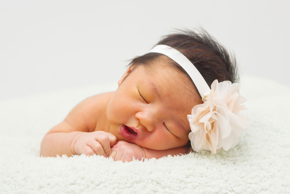 family-studio-newborn-photography-outdoor-photoshoot-010