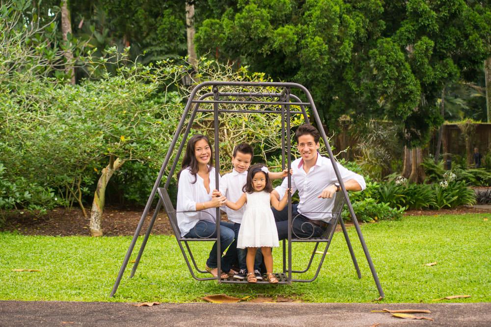 family-studio-newborn-photography-outdoor-photoshoot-023
