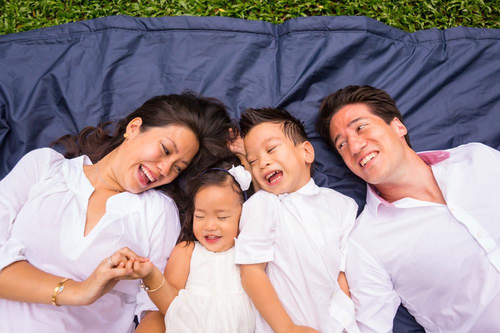 family-studio-newborn-photography-outdoor-photoshoot-026