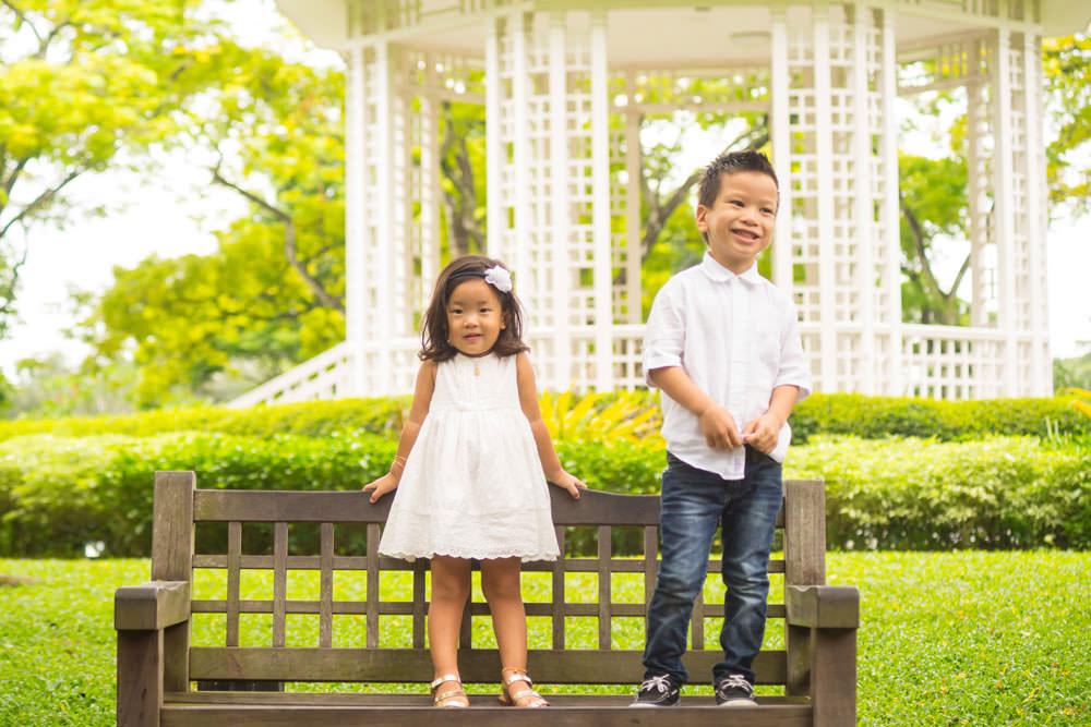 family-studio-newborn-photography-outdoor-photoshoot-027