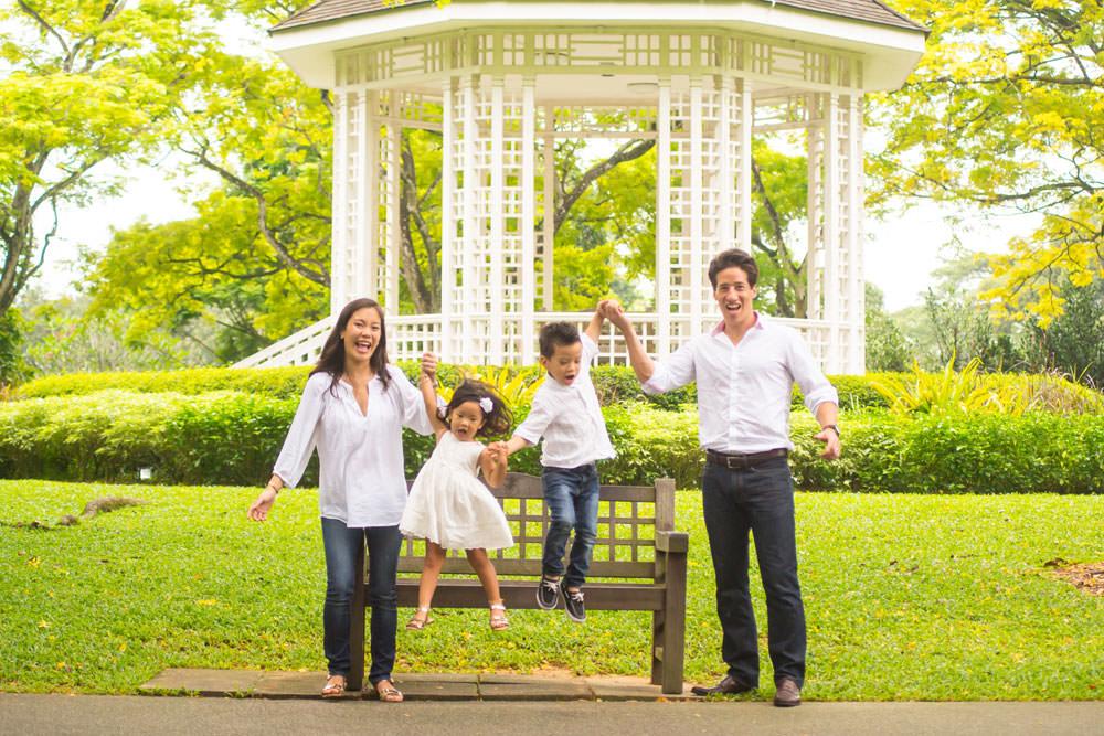 family-studio-newborn-photography-outdoor-photoshoot-028